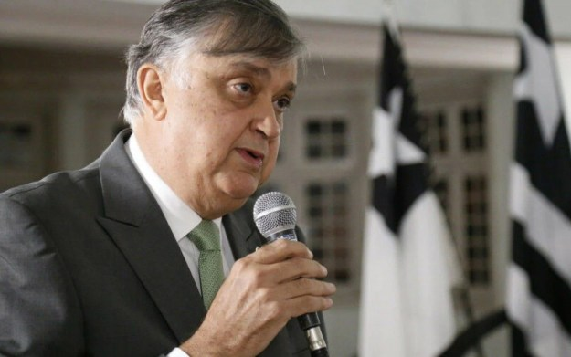 Presidente do Botafogo, Durcesio Mello busca trazer dinheiro novo