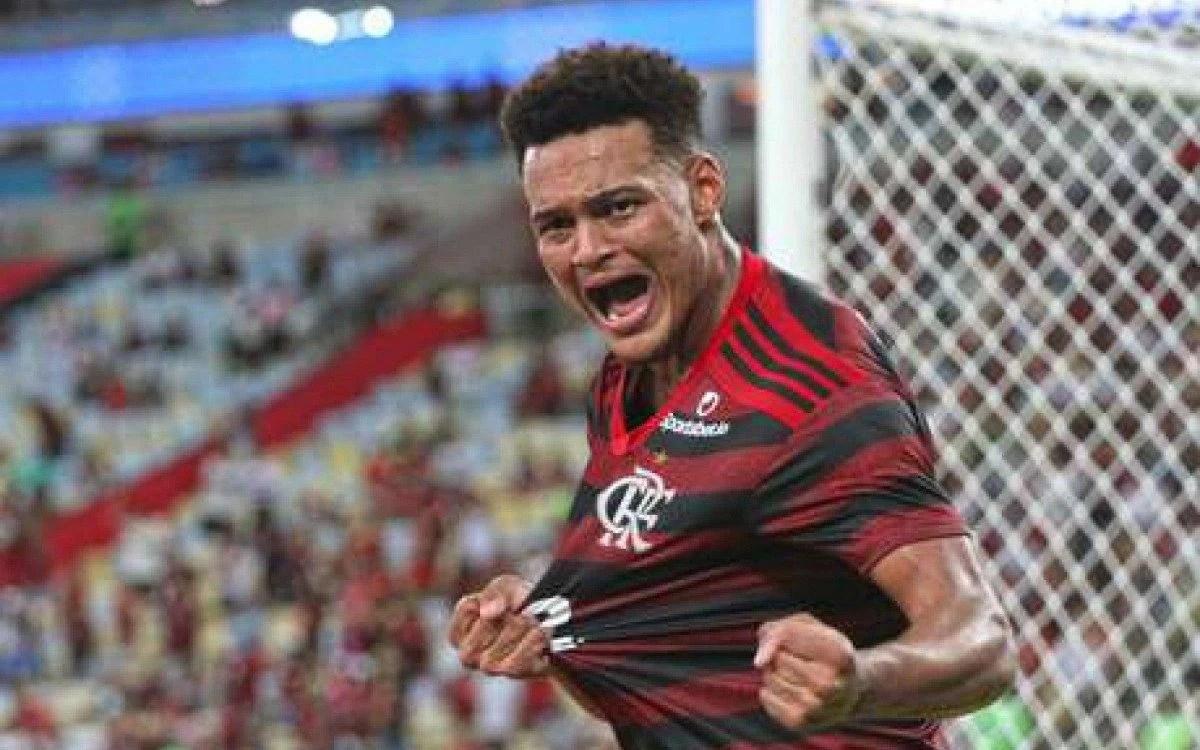 Rodrigo Muniz - De Volta Ao Flamengo Rodrigo Muniz Recebe Elogios Incomoda  Bastante Os Zagueiros Lance - Rodrigo figueiredo correa e gustavo correia.