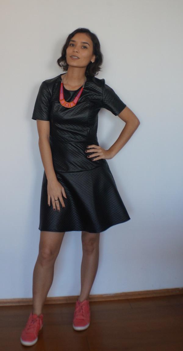 vestido-courino-odiadalila-tênis