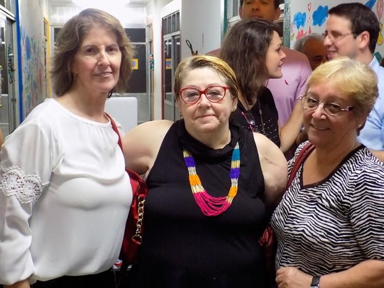 Diretora Zilda com as ex-diretoras pedagógicas Carmina Mattos (esq) e Eliane Hollanda (dir).
