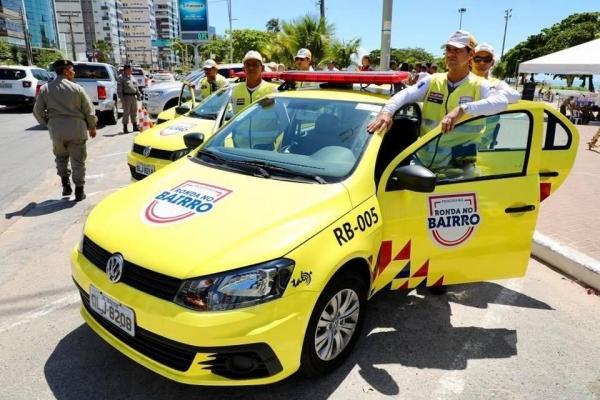 Agentes do Ronda no Bairro foram os primeiros a chegar ao local do acidente em Jaraguá (Foto: Márcio Ferreira)