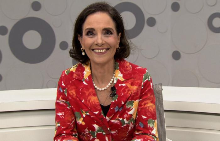 O Sem Censura estava sendo apresentado pela jornalista Vera Barroso. (Foto: TV Brasil/Divulgação)