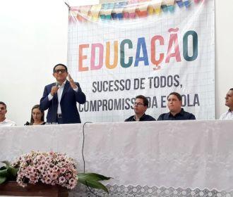 Júlio Cezar anuncia Concurso, durante seminário da Educação