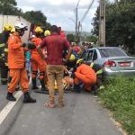 Um carro colidiu com um caminhão em trecho da BR-106, em Satuba
