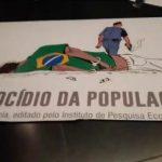 Deputado do PSL quebra placa que denuncia genocídio negro