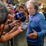 Jorge Jesus chega ao Brasil e vê próxima a renovação com o FLA