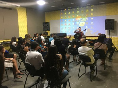 Alunos se dividem entre os cursos de música, dança, teatro, história e informática - Foto: Ascom Secult