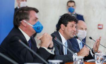 O Presidente da República, Jair Bolsonaro e o ministro da Saúde, Luiz Henrique Mandetta, durante coletiva à imprensa