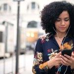 Itaú Cultural lança novos podcasts literários com entrevistas  de autores e críticos consagrados