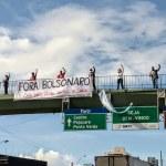 """Maceionses protestam com faixa """"Fora Bolsonaro: suas mãos estão sujas de sangue"""""""
