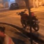 Suspeitos de roubar moto trocam tiros com a polícia e fogem
