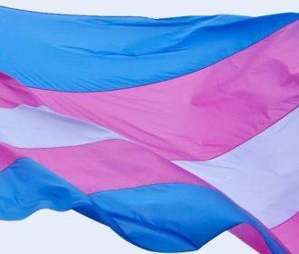 Transexual relata dificuldade da comunidade em conseguir acompanhamento para terapia hormonal