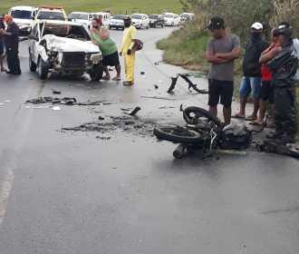 Colisão entre carro e moto resulta em motociclista e passageiro feridos na AL-105