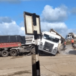Colisão entre caçamba e carreta faz uma vítima fatal e outra ferida em Pilar