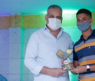 Alfredo Gaspar é agraciado com prêmio Embaixador da Juventude pelo movimento Ala Jovem