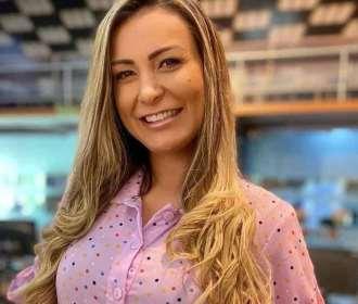 De look novo, Andressa Urach adota postura liberal e critica evangélicos