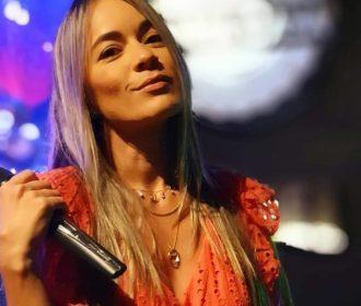 Cantora Gabi Leite fala sobre a sensação de voltar aos palcos depois da paralisação