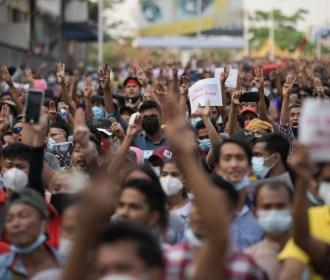 Policiais de Myanmar disparam contra manifestantes e quatro pessoas ficam feridas