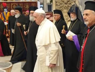 Pope with relegious leaders in pray