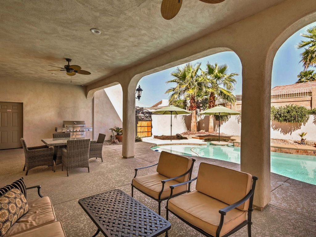4BR Lake Havasu City House w Private      HomeAway Lake Havasu City Enjoy dinner with a view on the covered back patio