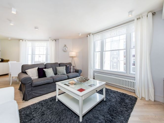 Private Elevator In Contemporary Air Conditioned Covent Garden Apartment Central London