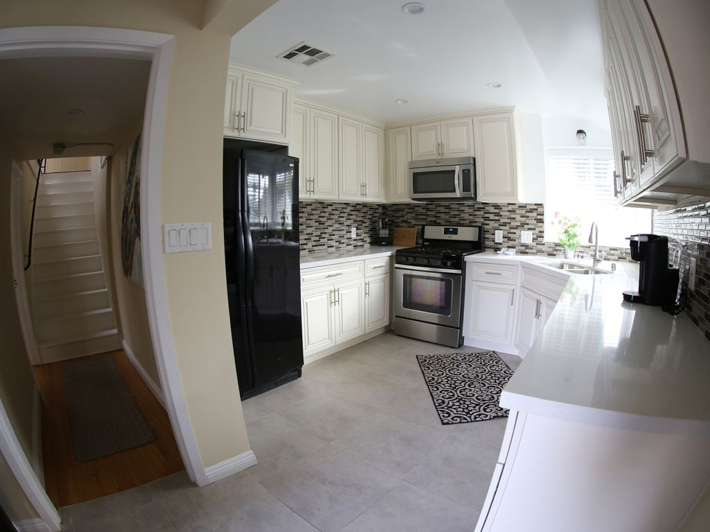 new remodel 3bed 2 bath cottage centrally located, north hollywood