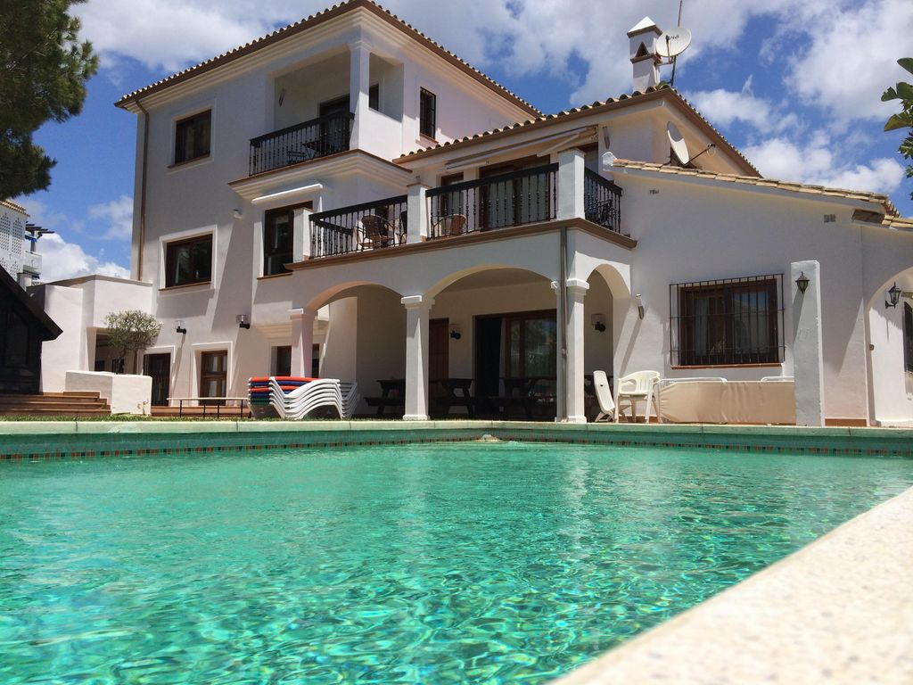 Big House Garden And Swimming Pool On The Best Beach Of