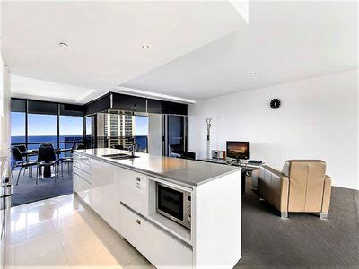 42 Levels Above Cavill Avenue Circle 2 Bedroom Apartment 24201 Surfers Paradise