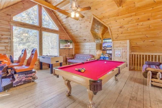 Cue up the fun - The only disadvantage of the loft�??s pool table? Because it�??s positioned near a window, the glorious view might distract you from your shot.