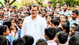 KIIT Founder Achyuta-Samanta-with tribal students
