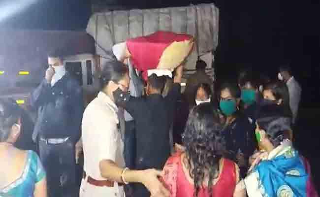 ओडिशा के झारसुगुड़ा में छठ पूजा के दौरान COVID-19 सुरक्षा प्रोटोकॉल को धता बताने के लिए 46 गिरफ्तार