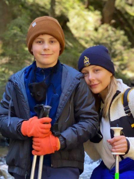 Тина Кароль с сыном Вениамином в Карпатах