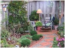 просто оформленный красивый сад
