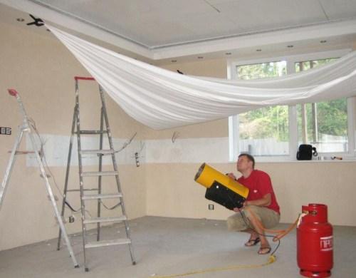 установить натяжные потолки