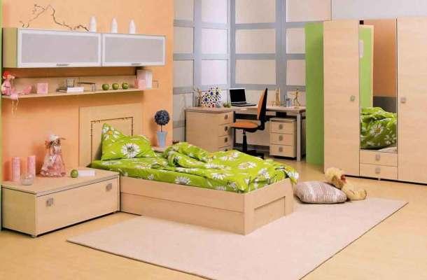 детская комната и мебель в ярких бежевых тонах