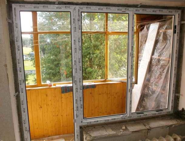 оконный блок с балконной дверью