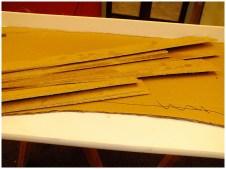 Фото 11 - полосы из ДВП для бортов формы столешницы лавочки