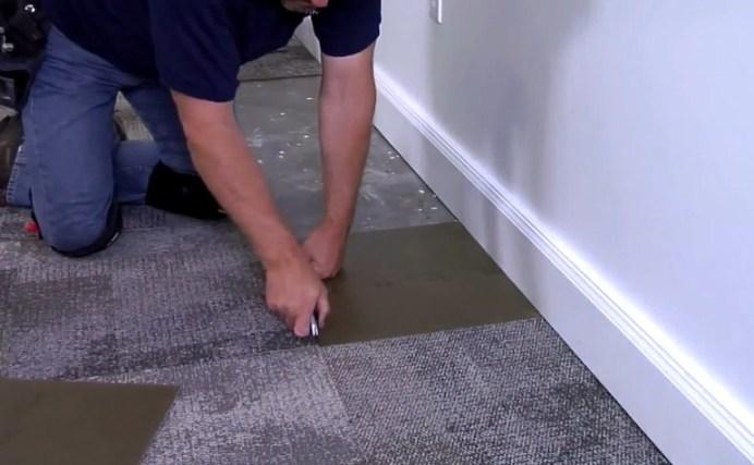 подрезание ковровой плитки