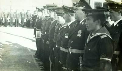 Торжественное построение экипажа. Второй с края - старший мичман Хамовский.