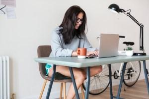 Jak pracować z domu? Plan dnia skutecznego pracownika