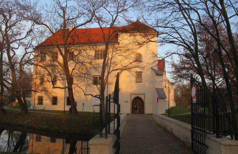 09-zamek w szydlowcu od strony wiezy bramnej