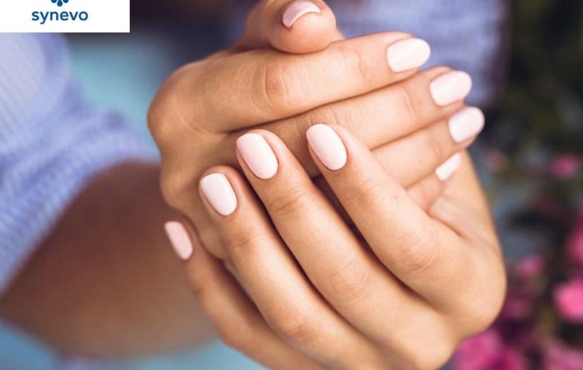 Zadbaj o włosy i paznokcie po lecie
