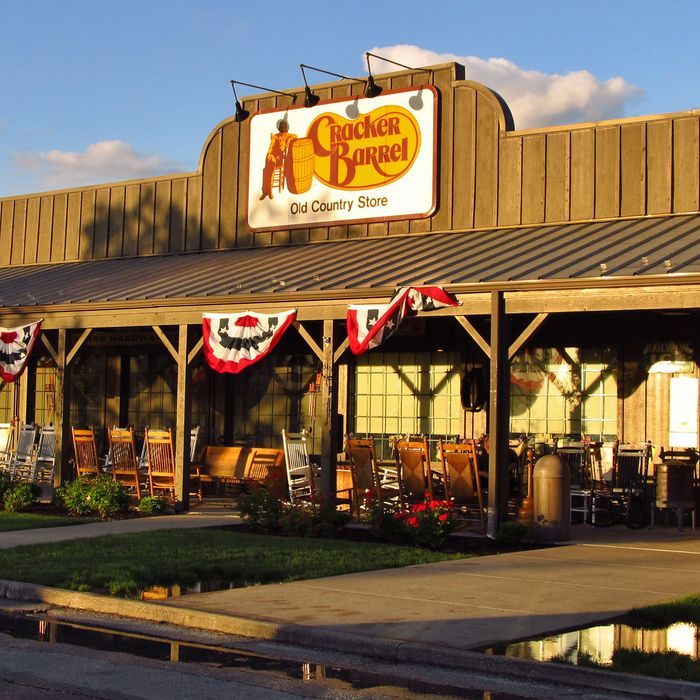 Cracker Barrel now selling alcohol