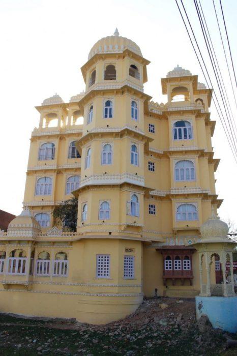 Raghuvantra hotel