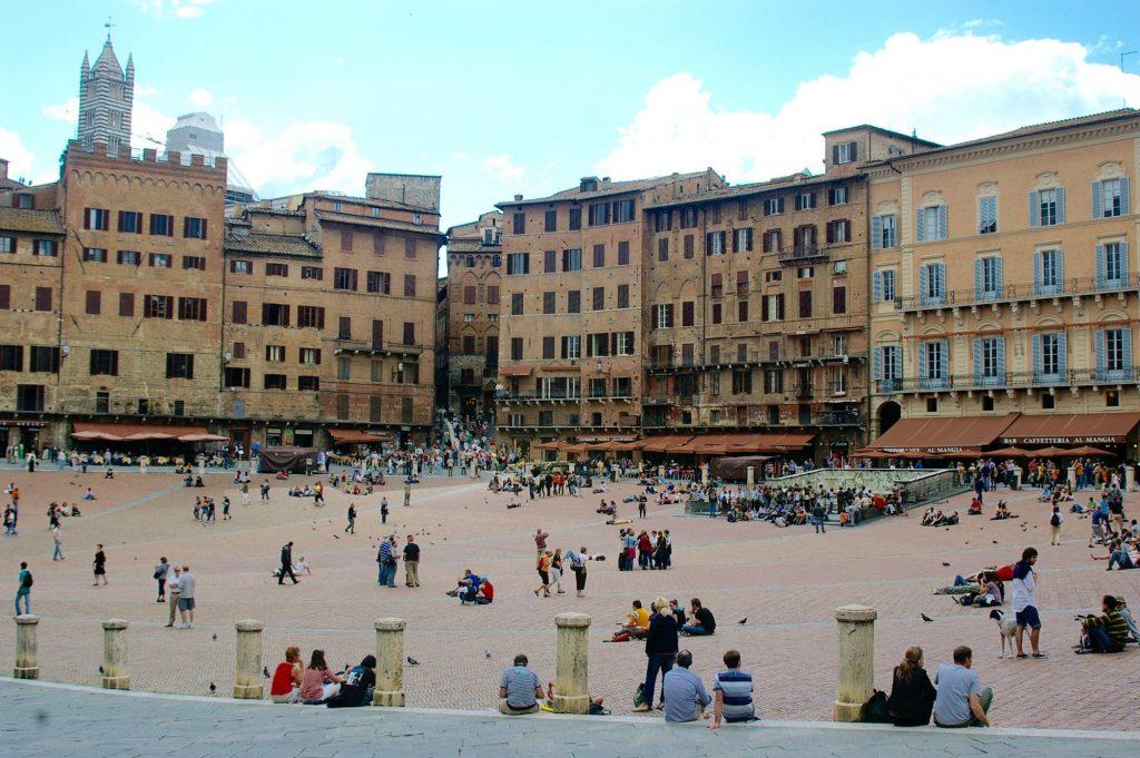 Sienna's Piazza del Campo