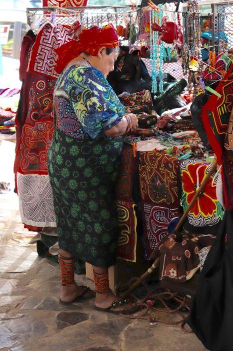 Kuna craftswoman