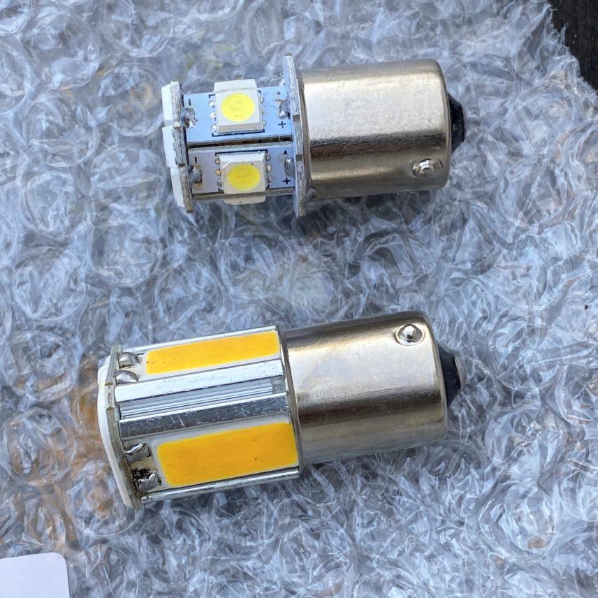 下のLEDがアンバーに光るタイプです。