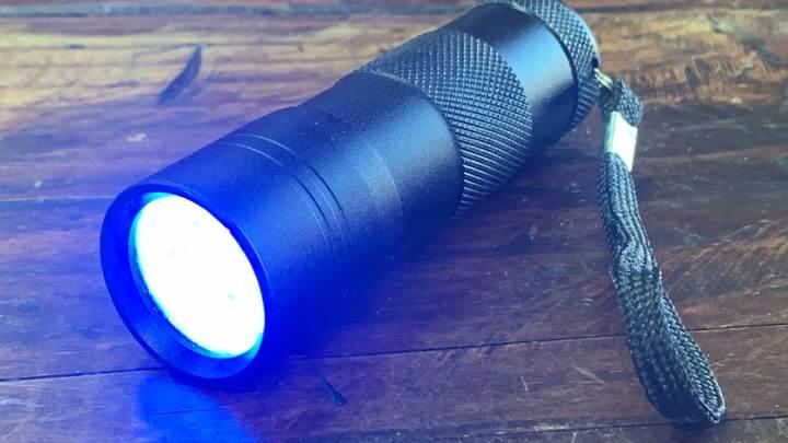 UV LEDブラックフラッシュライトの名入れ