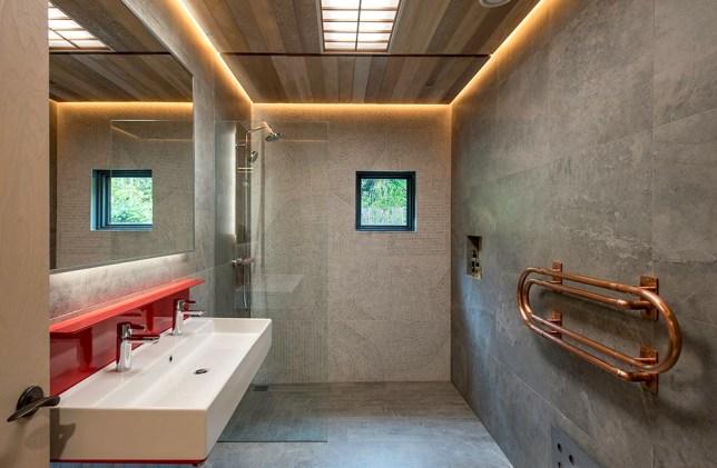 The KIMONO Suite bath