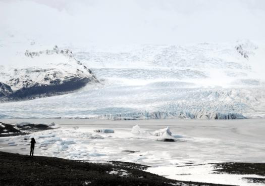 lagoon-at-foot-of-fjallsjokull-iceland